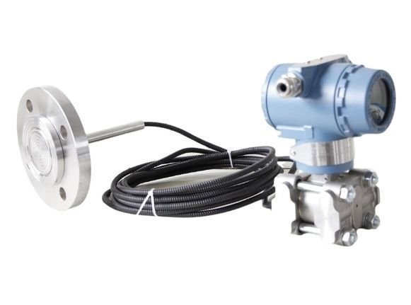 Single flange differential pressure transmitter