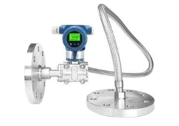 Flush seal capillary DP level transmitter