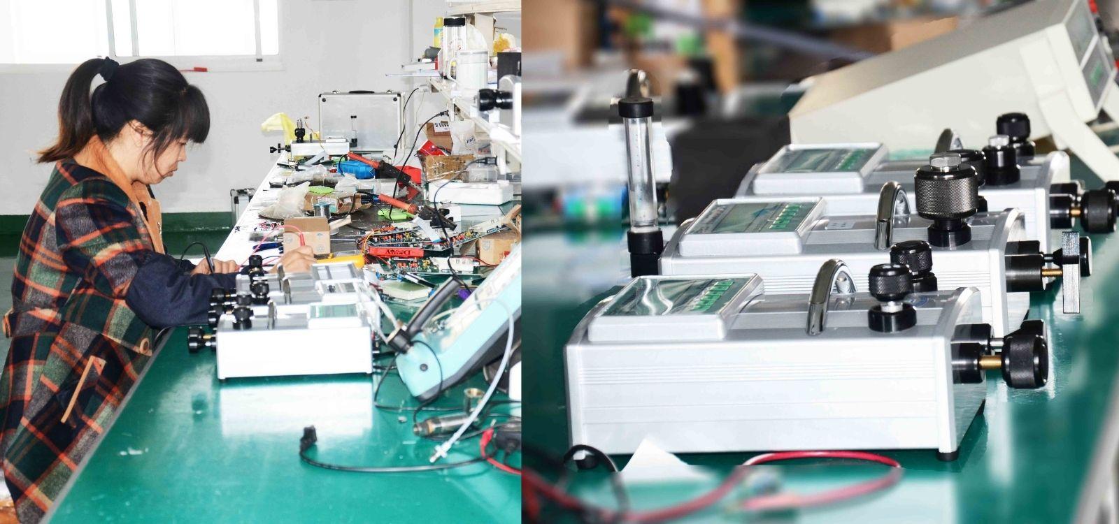 Test-pressure calibrator